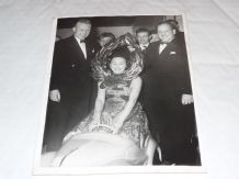 "MIKE HAWTHORN, IVOR BUEB, NANCY MITCHELL original 8x6"" 1955 Press photo"